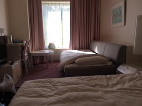 簡潔可愛的房間w坐在我床上拍的所以只顯示了一半b其實挺大的